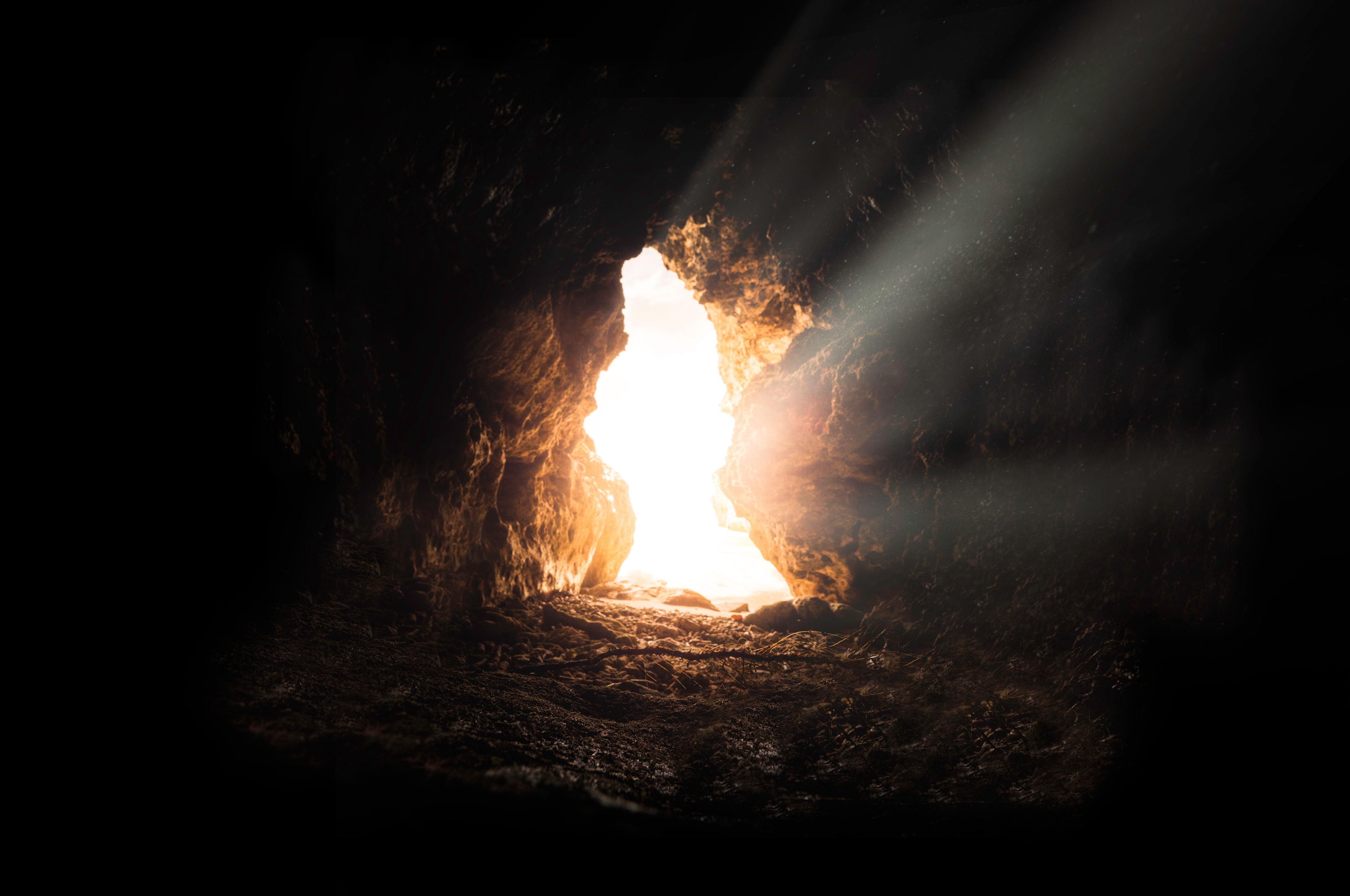 grotte qui montre lebout du tunnel pour entrepreneurs en stress
